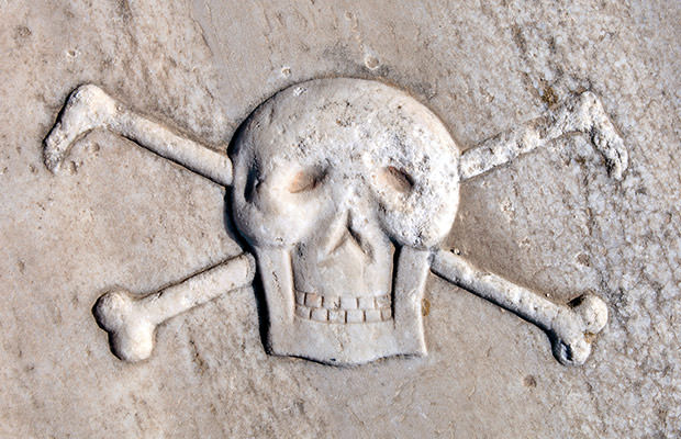 bigstock-Ancient-Pirate-Skull-And-Cross-86059610