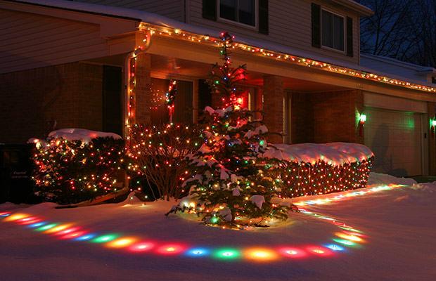 bigstock-Christmas-Lights-On-Homes-239694